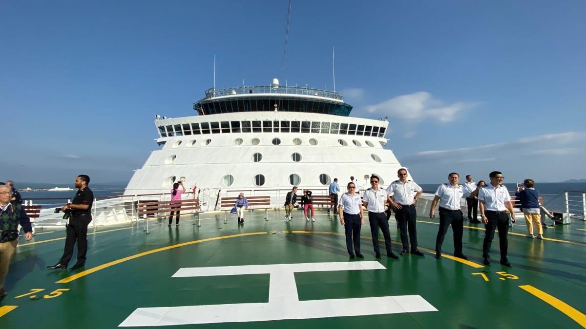 入港時に時折解放されるヘリポートの様子です。 | 客船セレブリティ・ミレニアムのクルー、船内施設