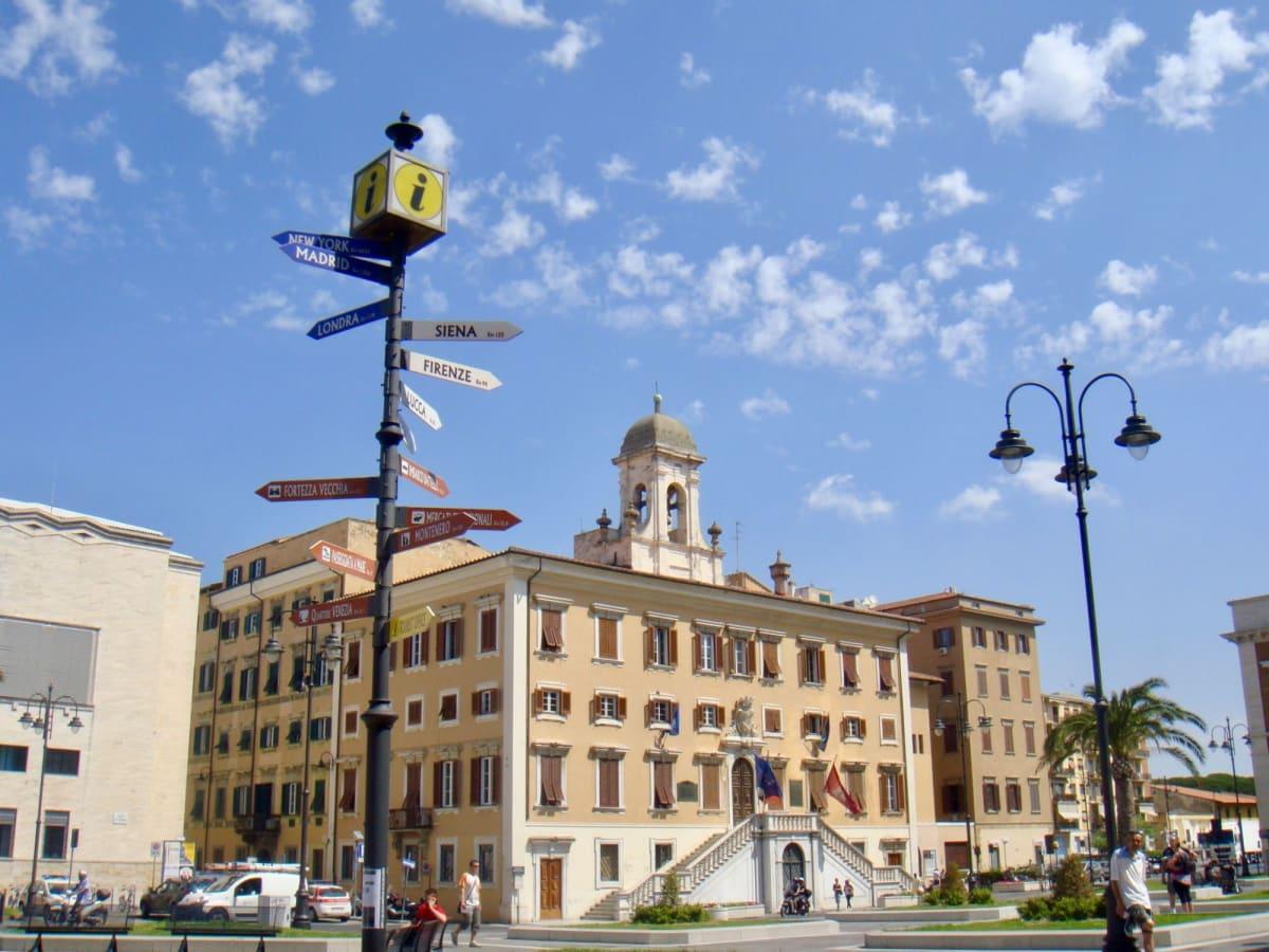 最初の寄港地リボルノ。2度目なので自力でピサに行くことに。駅まで歩いたが遠かった。 | リヴォルノ(フィレンツェ / ピサ)