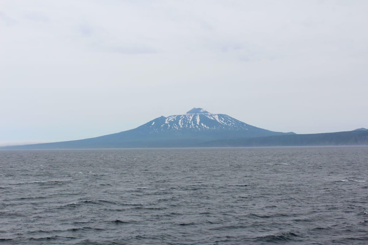 富士山に槍ヶ岳を載せたような山容が素晴らしい。