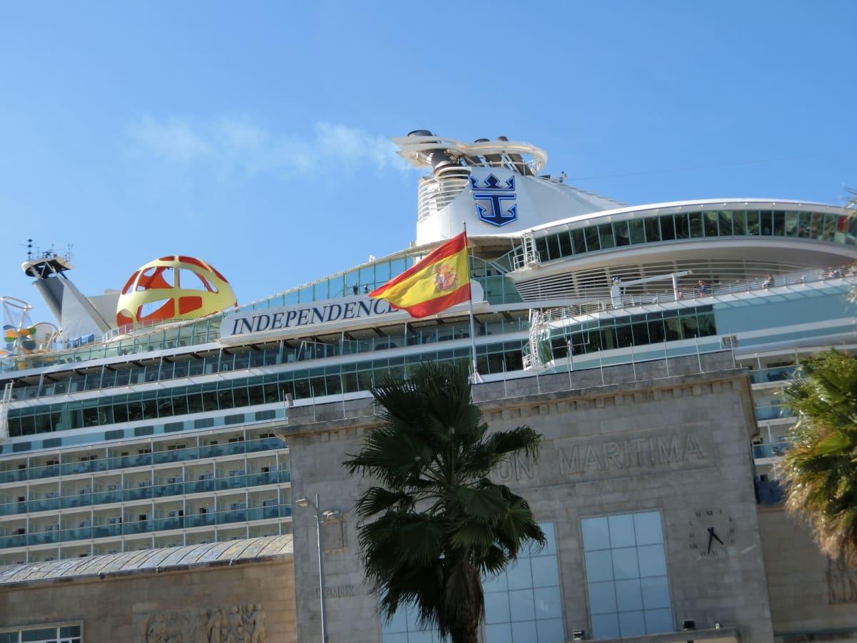 客船インディペンデンス・オブ・ザ・シーズの外観