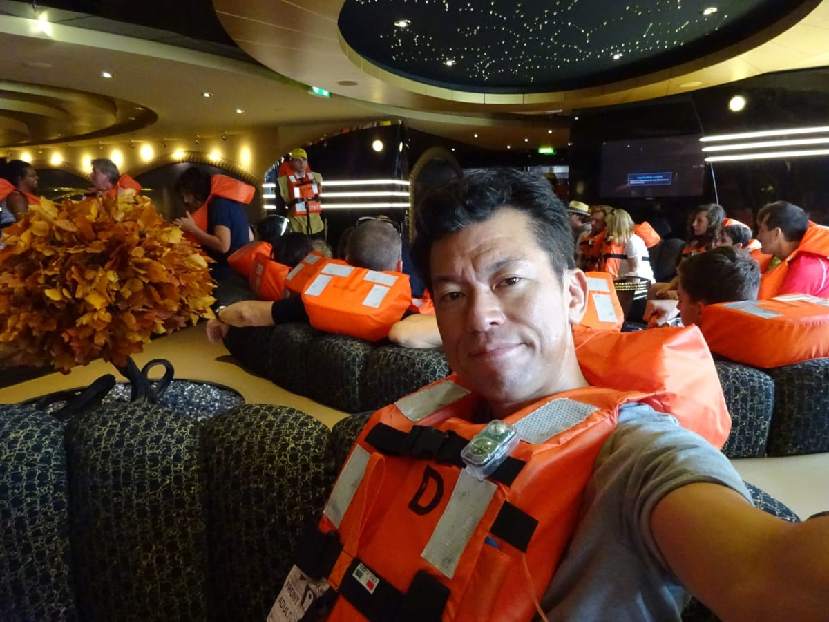 避難訓練。初クルーズですのでこれは楽しみでした   客船MSCプレチオーサの乗客、船内施設