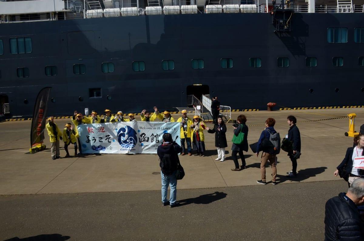 船にはTBS「マツコの知らない世界」撮影スタッフが乗船してロケ中(6月4日放映予定とか) | 函館での客船クイーン・エリザベス