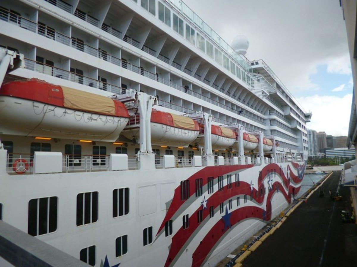 ホノルルからプライドオブアメリカに乗船。   ホノルルでの客船プライド・オブ・アメリカ