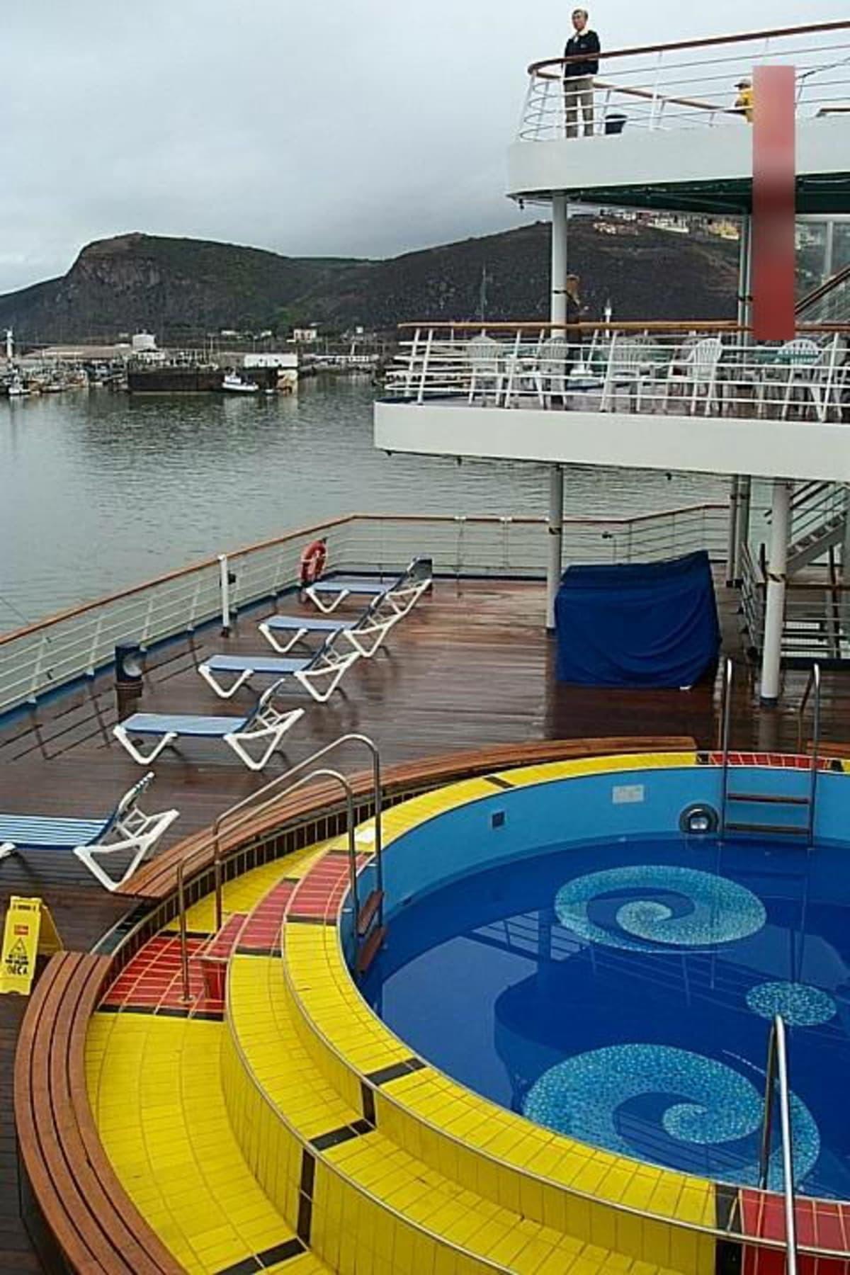 客船カーニバル・エクスタシーの船内施設