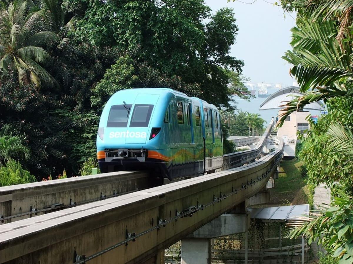 セントーサ島内を走るモノレール | シンガポール