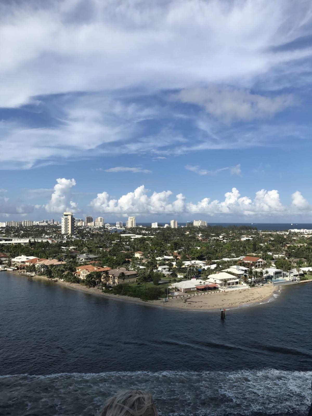 船上から眺めるマイアミ   フォートローダーデール(フロリダ州)