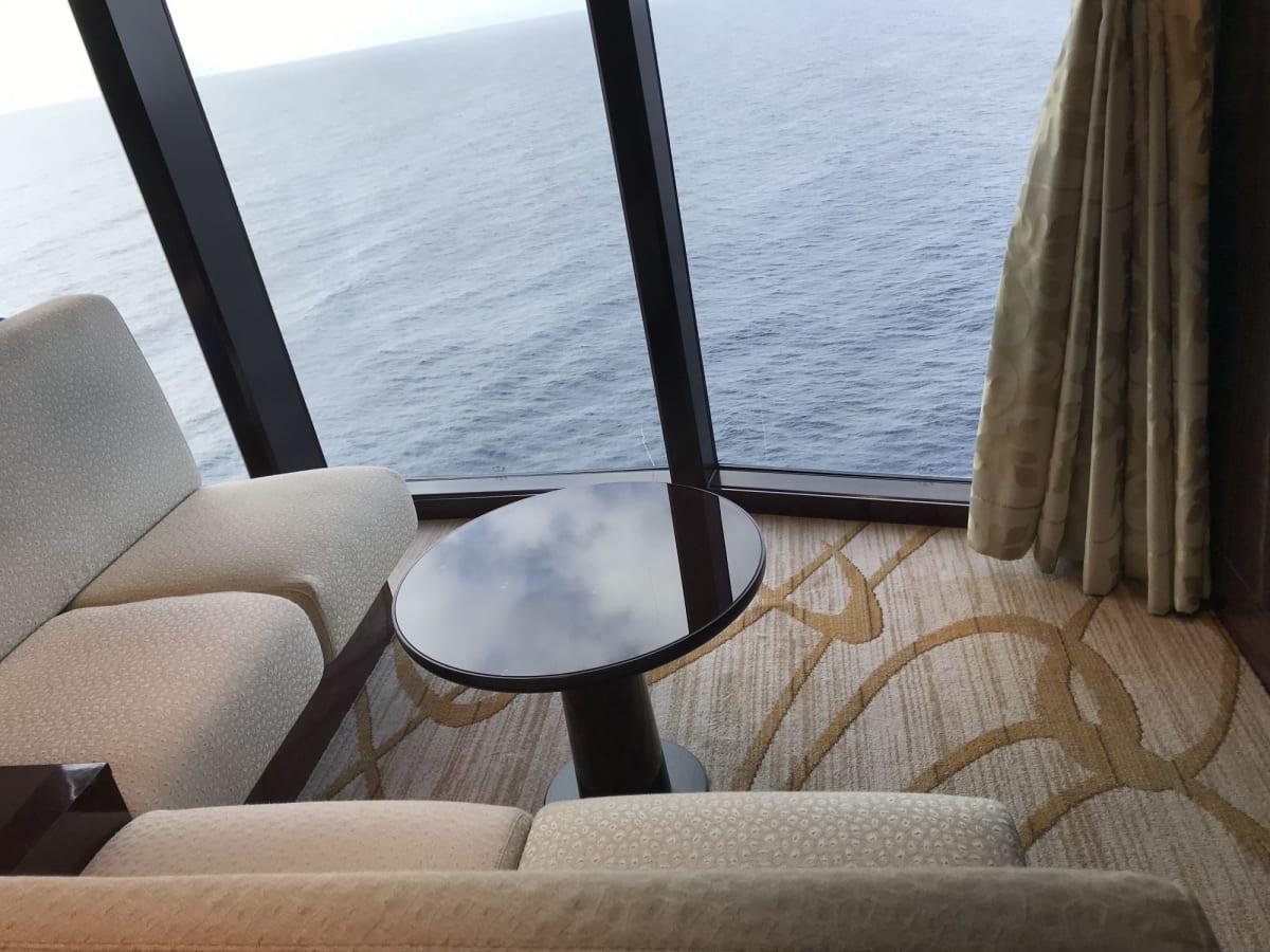 ショーのホールは、昼間は静かで、のんびりできます | 客船コスタ・ネオロマンチカの船内施設
