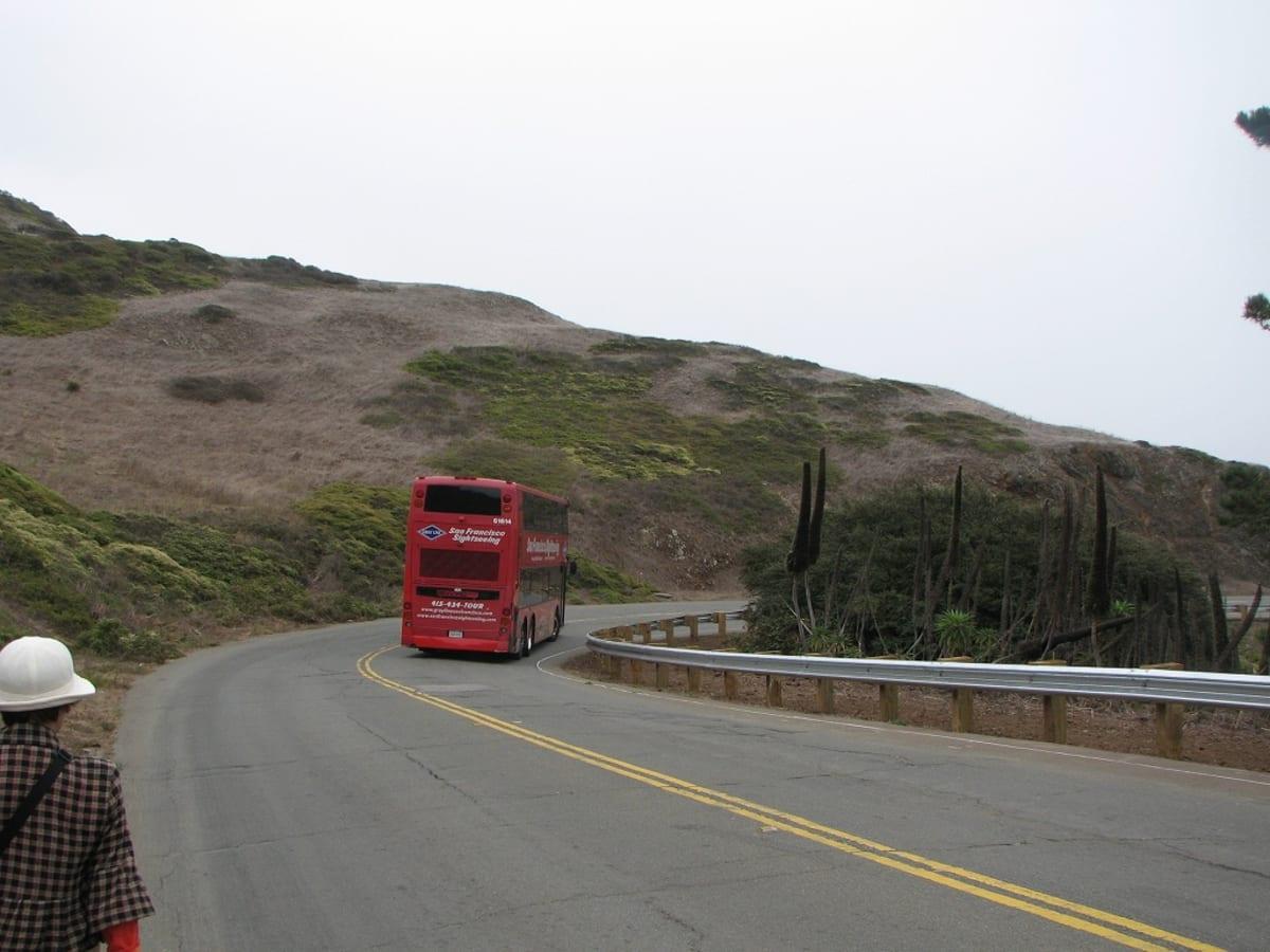 なだらかな坂を下って、West Portal 駅方向を目指します。 | サンフランシスコ(カリフォルニア州)