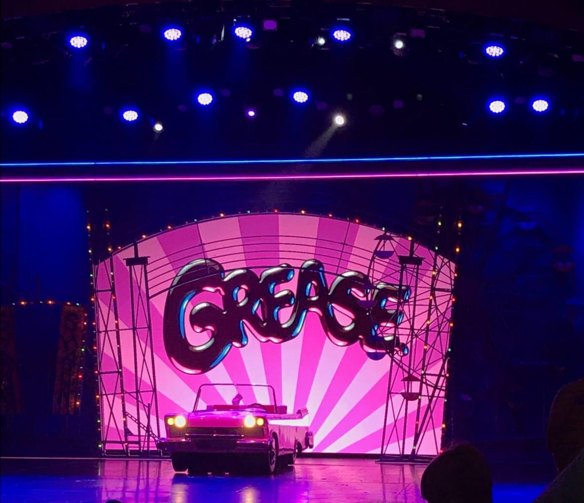 乗船日の夜はミュージカル「GREASE」を 観に行きました♪   客船ハーモニー・オブ・ザ・シーズのアクティビティ、船内施設