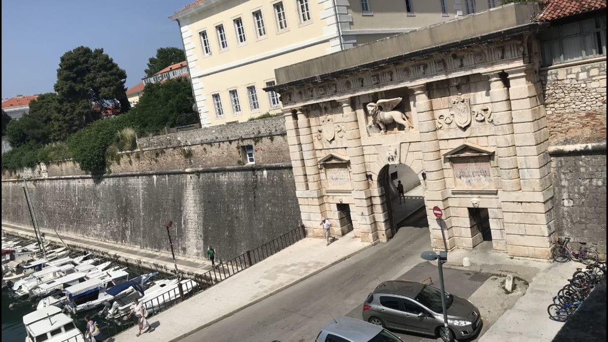 ザダルのオールドシティの門   ザダル
