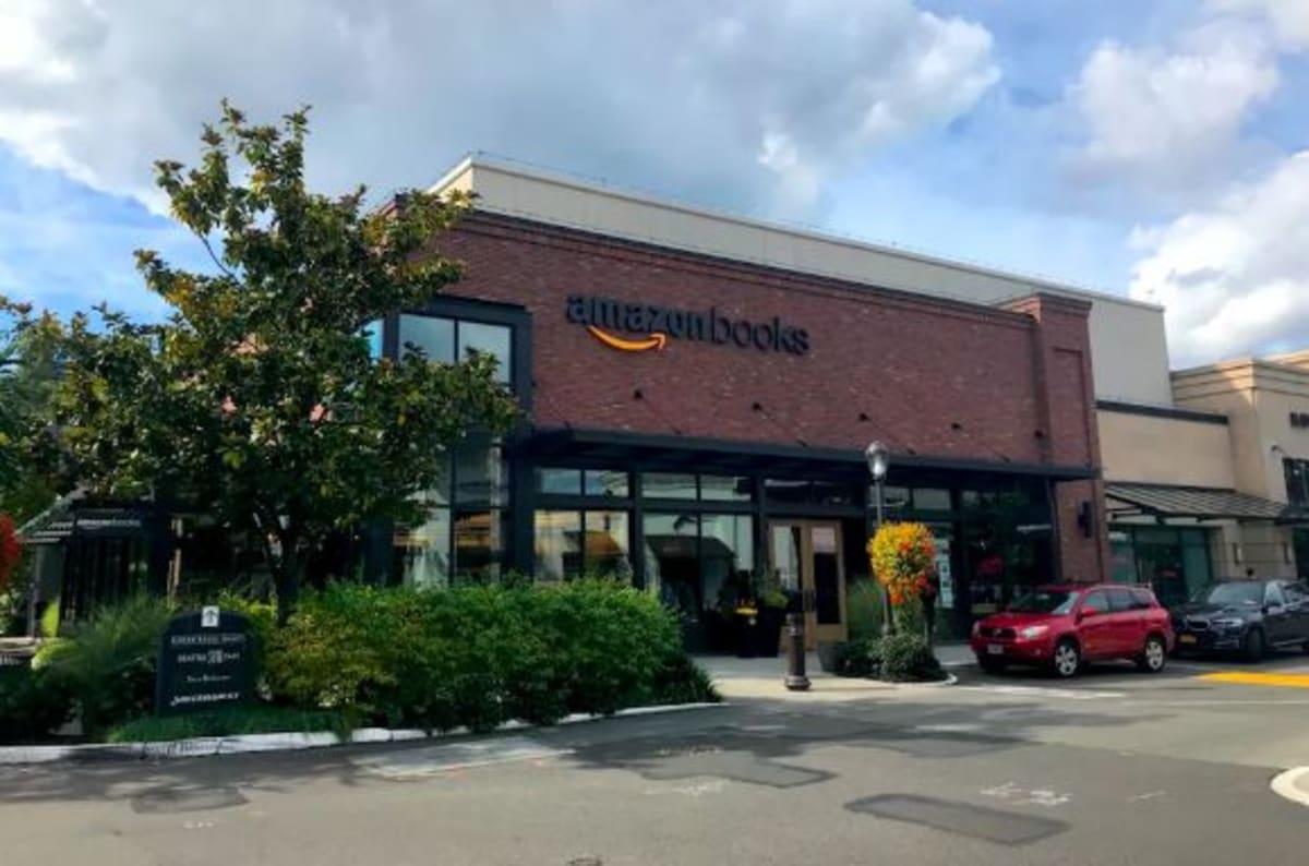 VILLAGEを訪れた目的は「amazon books」です。WEB上のレコメンドの世界を現実世界に再現していて、とても面白いです。 | シアトル(ワシントン州)