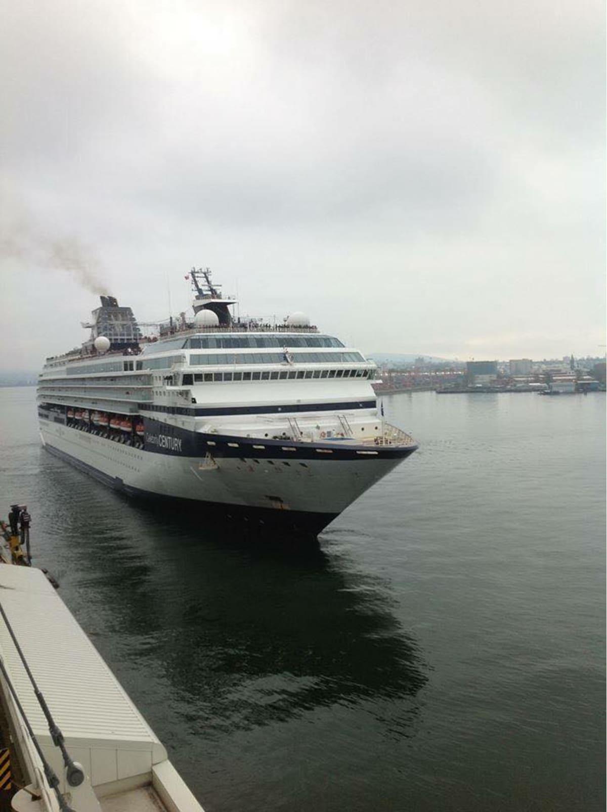 9月15日、バンクバーからアラスカ方面に向かう Celebrity Century