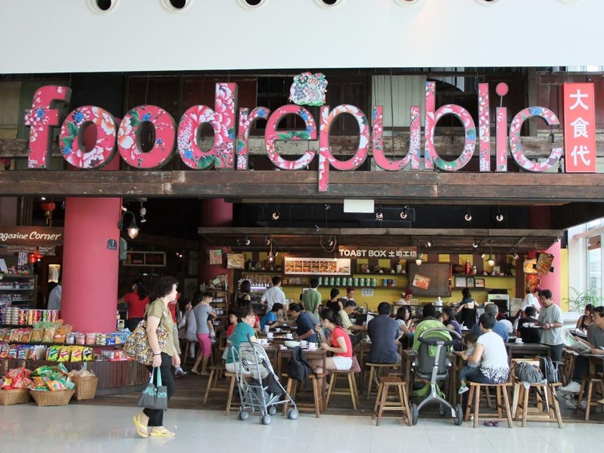 モノレールでハーバーフロントに帰って来ると、気軽な食堂街が展開しています。 | シンガポール