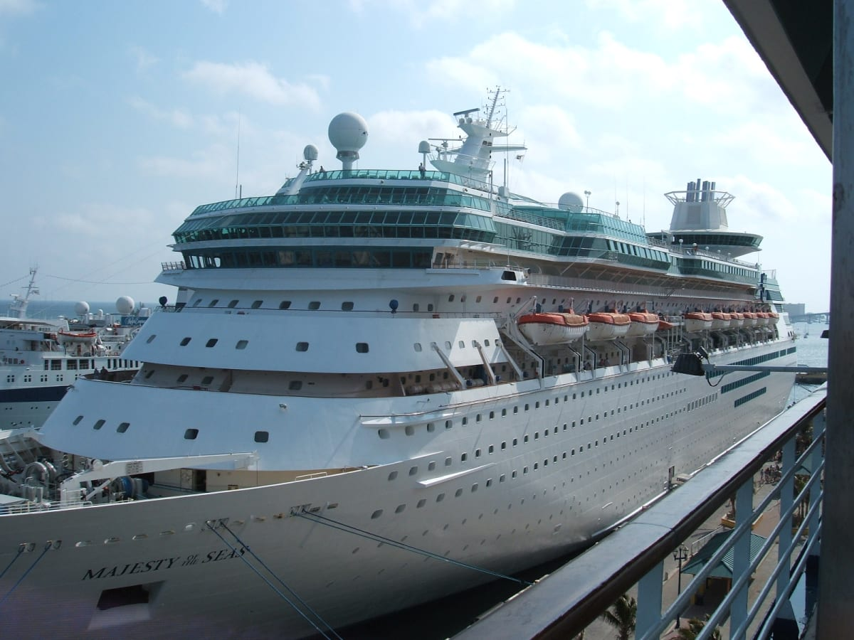 ナッソー(バハマ) 隣にマジェスティーオブザシーズ | ナッソー(ニュープロビデンス島)での客船マジェスティ・オブ・ザ・シーズ