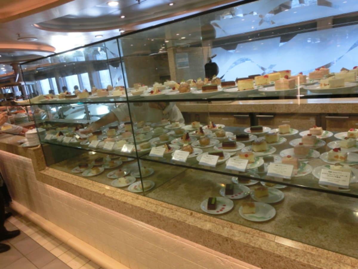 ブッフェは、ケーキの選択肢が多くて吃驚。 | 客船ダイヤモンド・プリンセスのブッフェ、フード&ドリンク