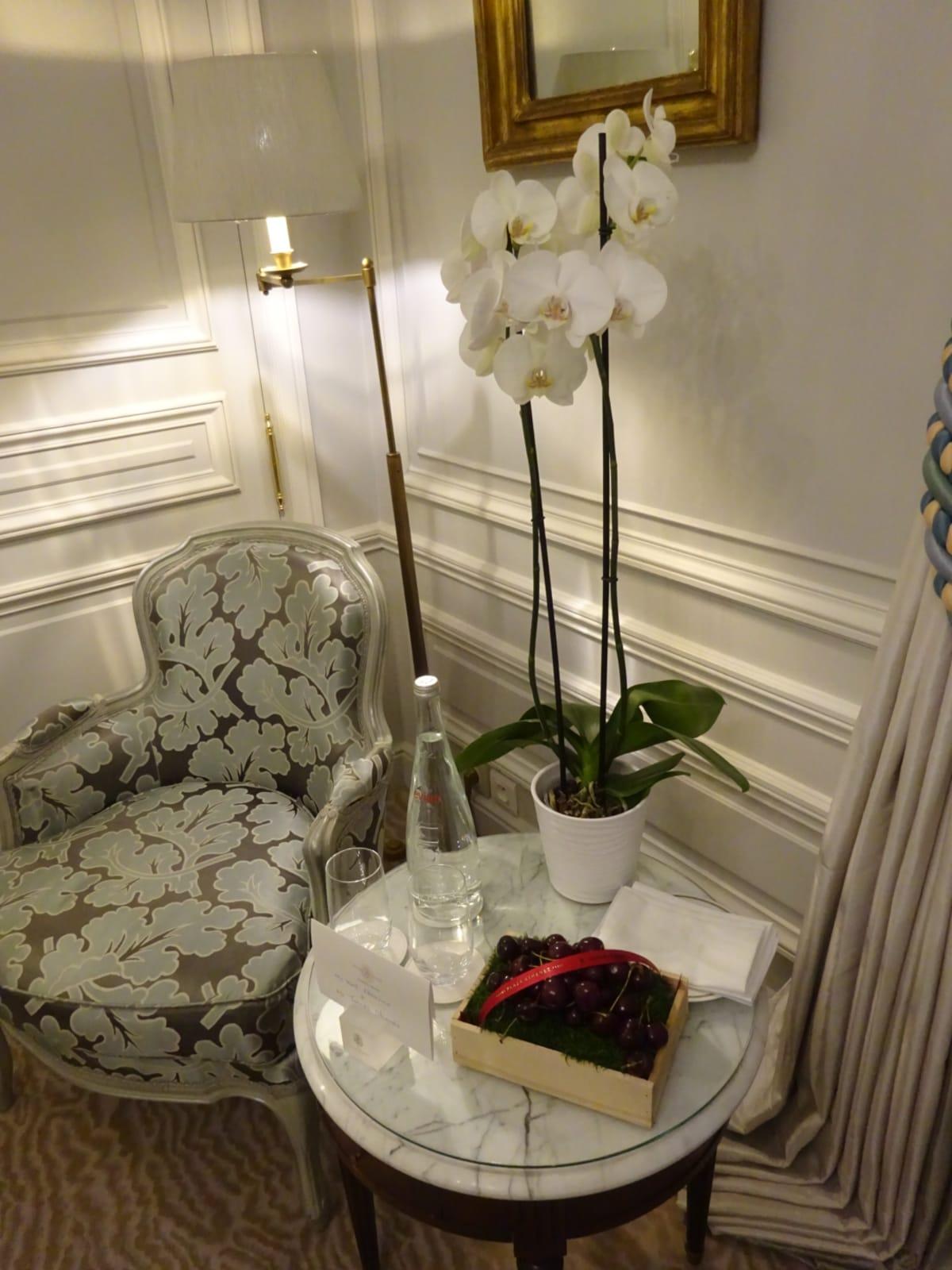 ホテルからサクランボのアメニティがサービスで。甘くて美味しいです。 | パリ