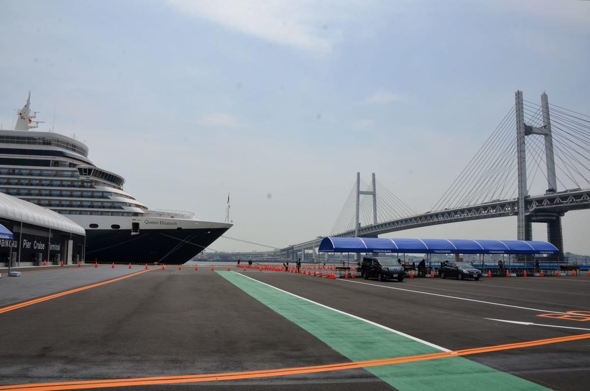 横浜港大黒ふ頭新客船ターミナルに入港 | 横浜での客船クイーン・エリザベス