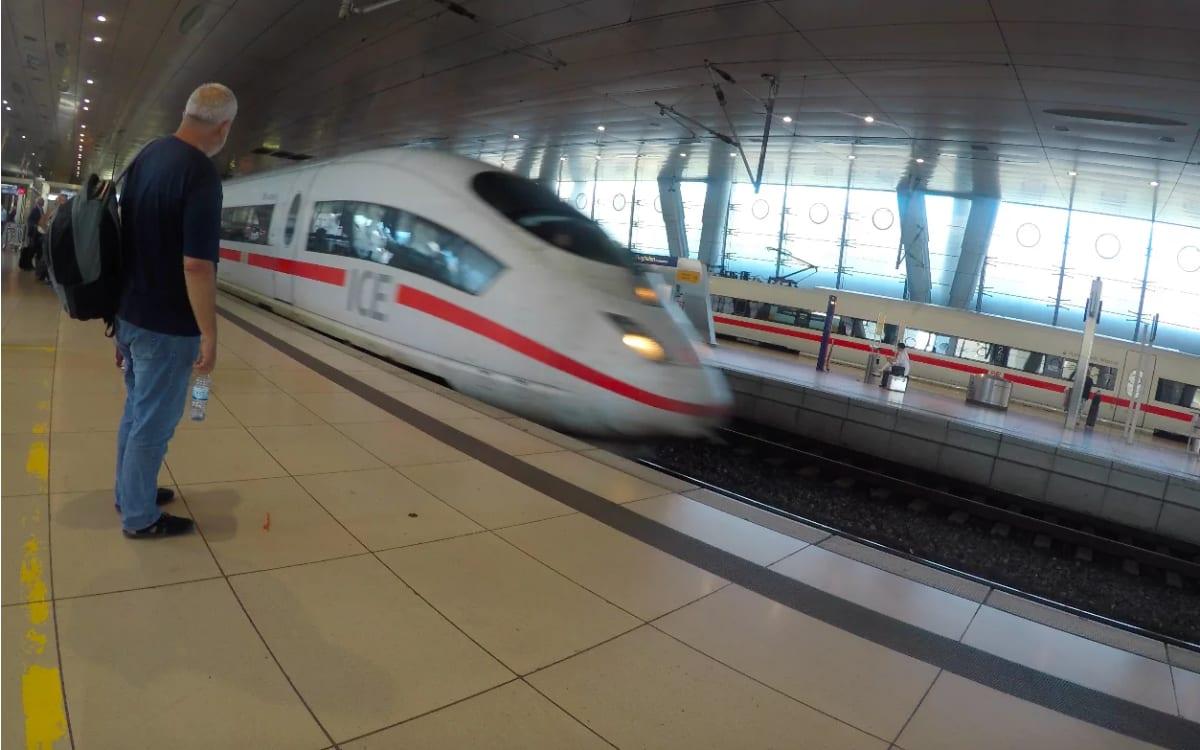 DB(ドイツ国鉄)アプリから列車の予約、アプリ画面で乗車確認ができます。 | フランクフルト・アム・マイン