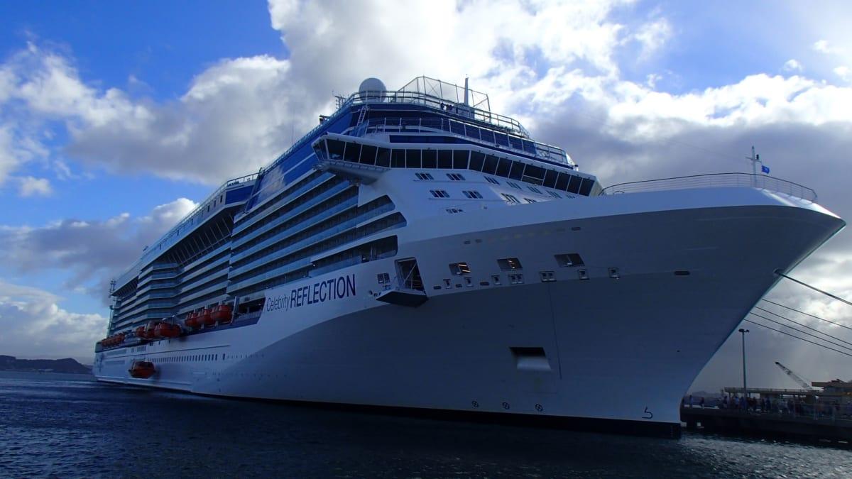 プエルトリコの主都サンファンに停泊するセレブリティ・リフレクション。 | サンフアン(プエルトリコ島)での客船セレブリティ・リフレクション