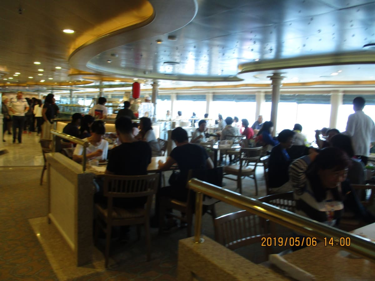 本船 14階 ホライゾンコート ヴァイキング方式の食堂 | 客船ダイヤモンド・プリンセスのブッフェ