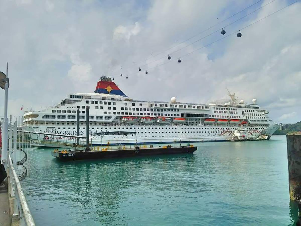 客船スーパースター・ジェミナイの外観