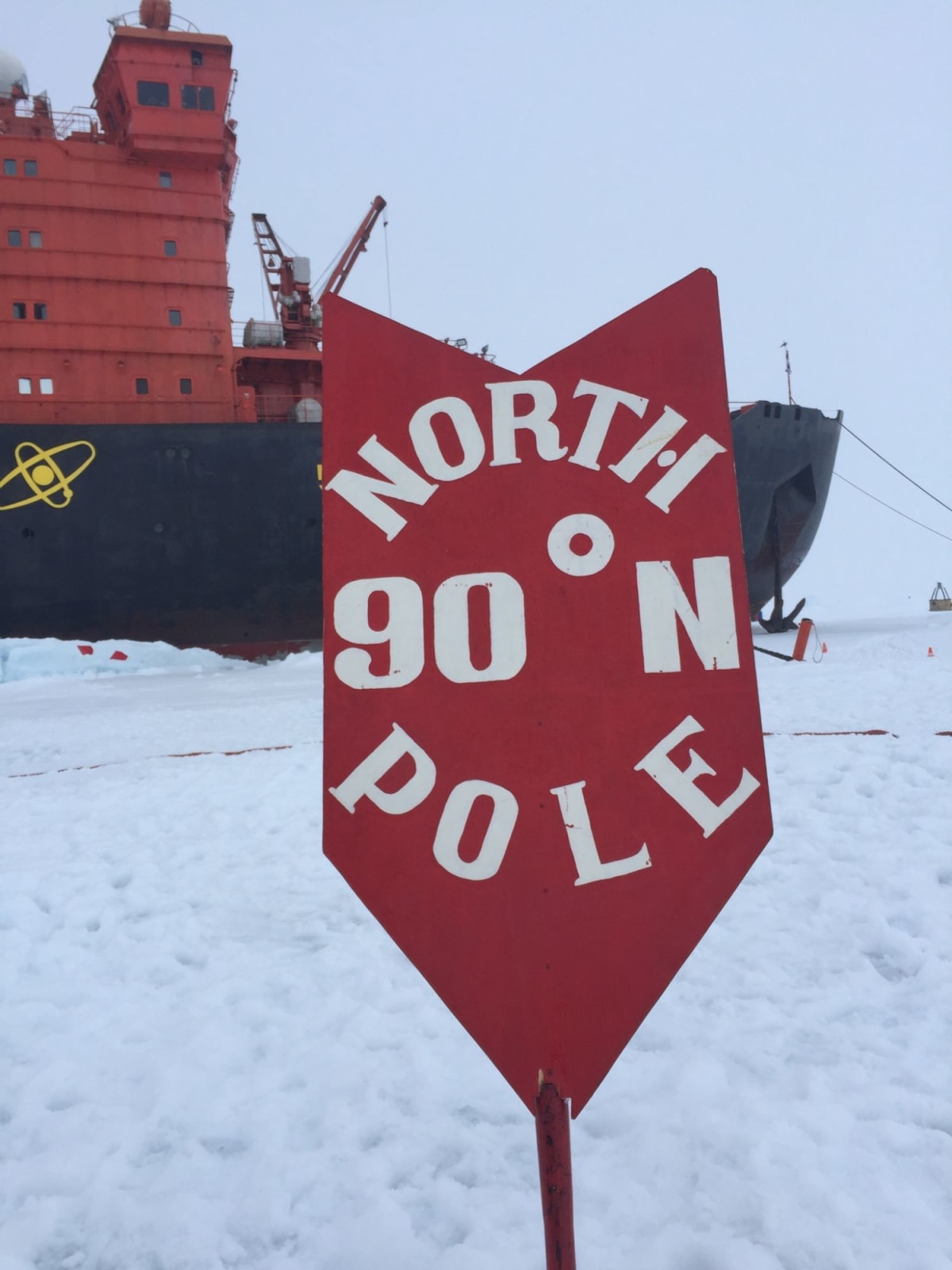 北極点での客船50イヤーズ・オブ・ヴィクトリー