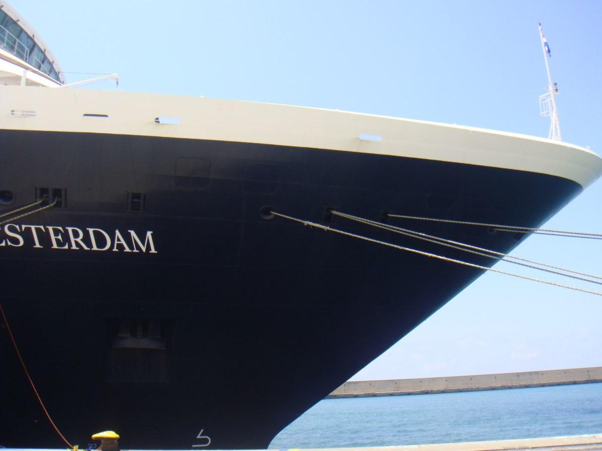 濃紺の船体が上品なウェステルダム号。 | 客船ウエステルダムの外観