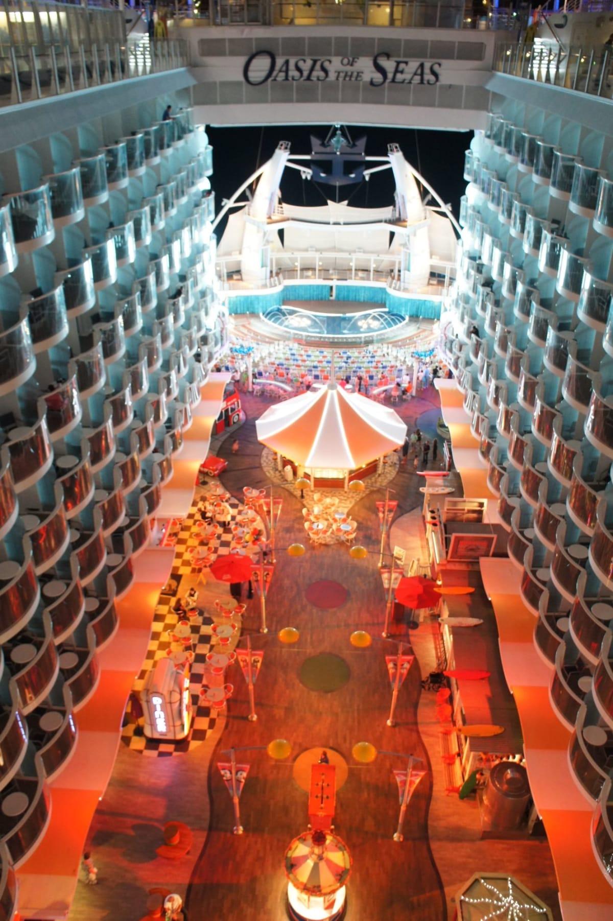 客船オアシス・オブ・ザ・シーズの船内施設
