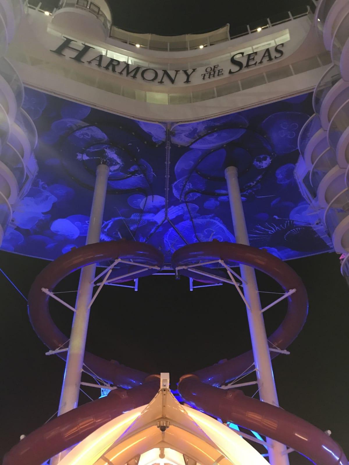 夜に船内をお散歩♪   客船ハーモニー・オブ・ザ・シーズの船内施設