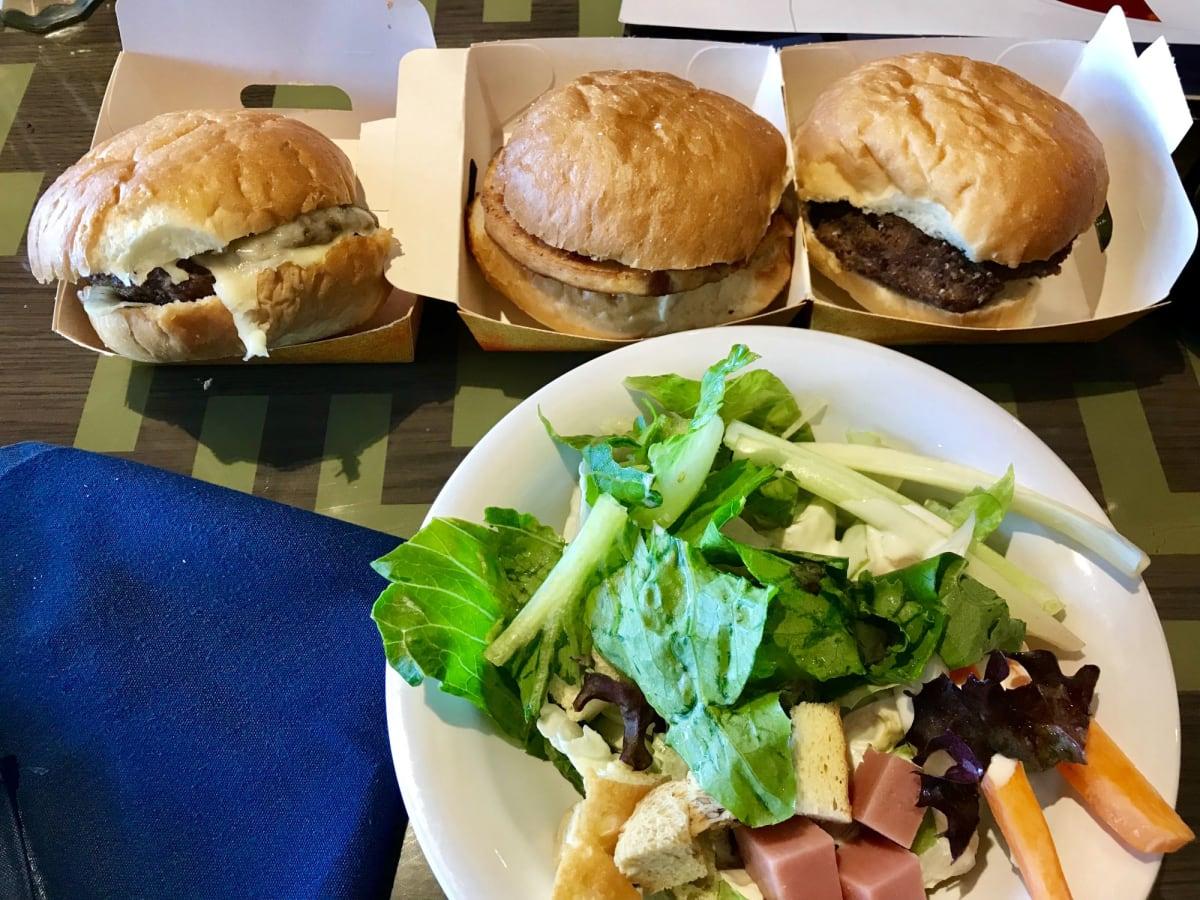 ハンバーガー3種食べ比べ   客船MSCスプレンディダのブッフェ、フード&ドリンク
