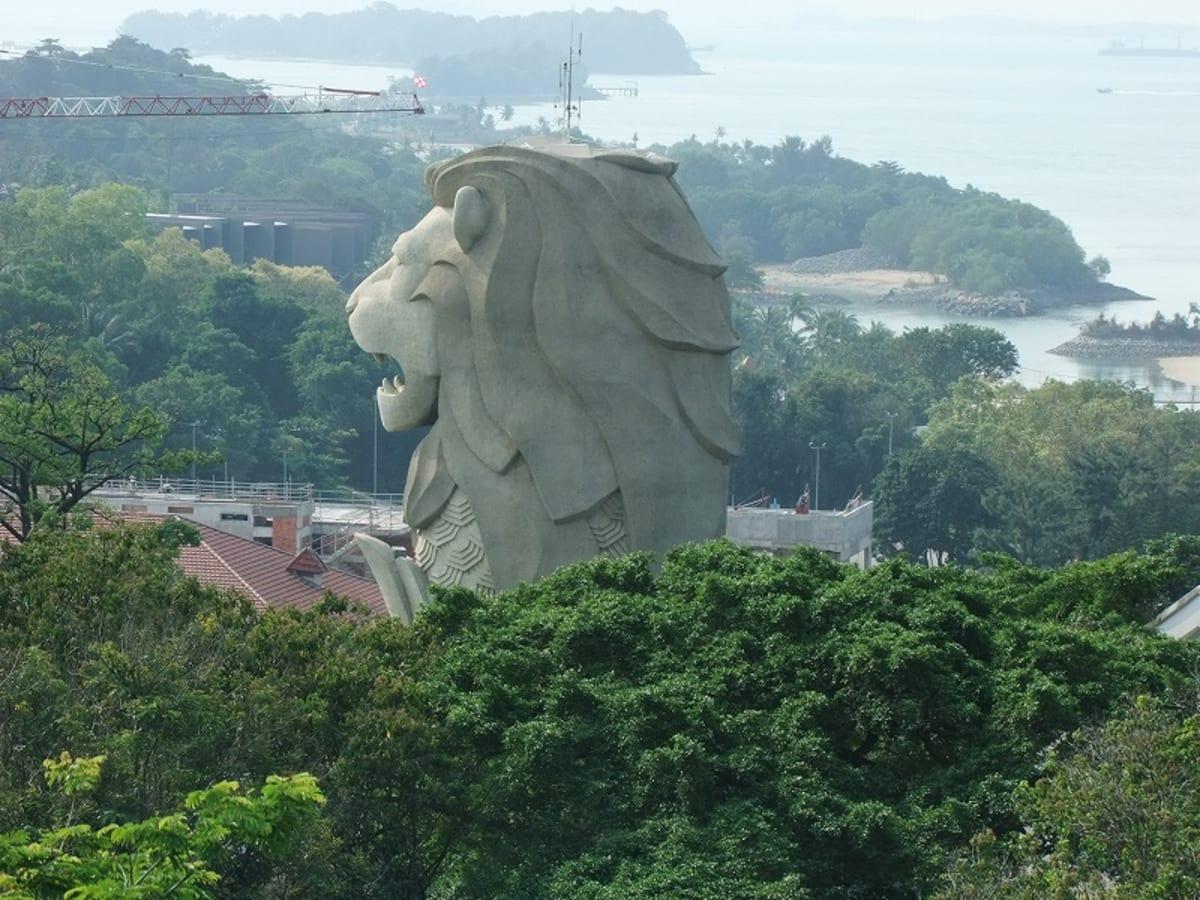 こちらのマライオンの方が大きい | シンガポール