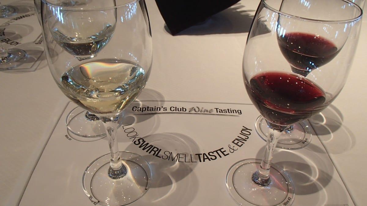 キャプテンズ・クラブ(リピーター限定)主催の無料のワイン・テイスティング。この他にも有料ですが、フードとワインのペアリング講座やワインメーカーのリーデル社主催のワインとグラスの比較講座(これはリーデルのワイングラス4種が持ち帰りできてお得感あり)などもありました。 | 客船セレブリティ・リフレクションのダイニング、フード&ドリンク、アクティビティ