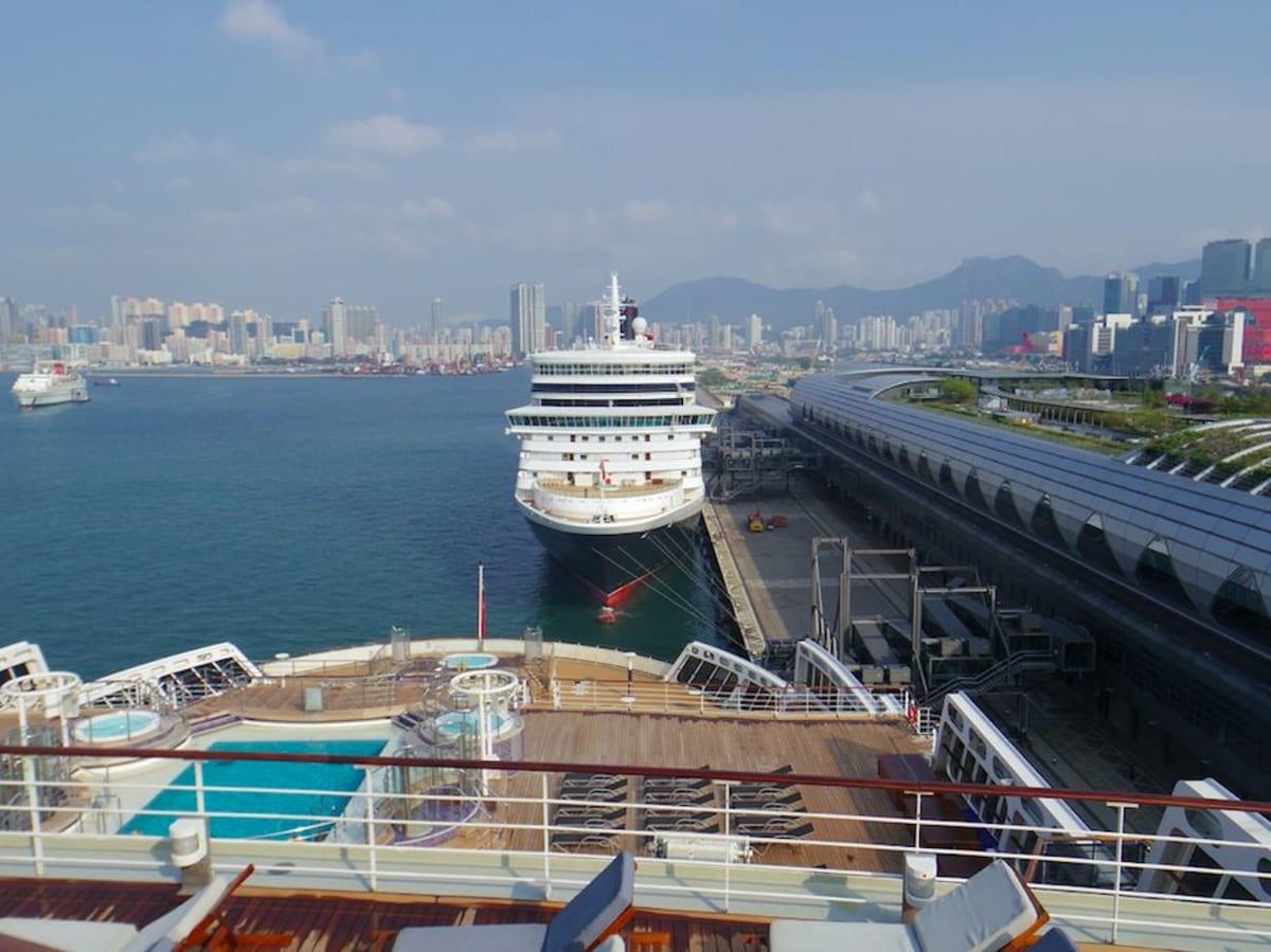 香港でQEと | 香港での客船クイーン・エリザベス