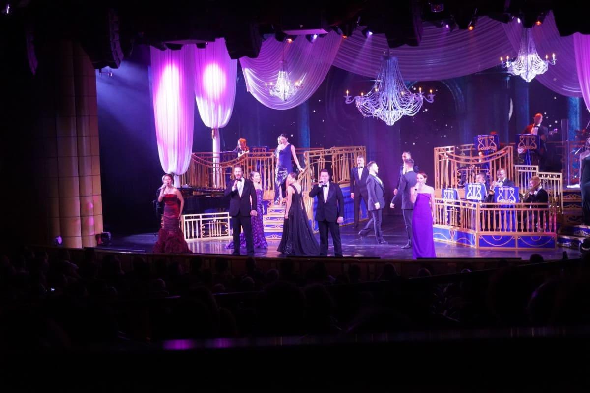 プリンセスシアターでのショーはほぼ毎晩楽しんでいました。録画、録音、フラッシュを使用しての撮影は禁止されていました。   客船ダイヤモンド・プリンセスのアクティビティ、船内施設
