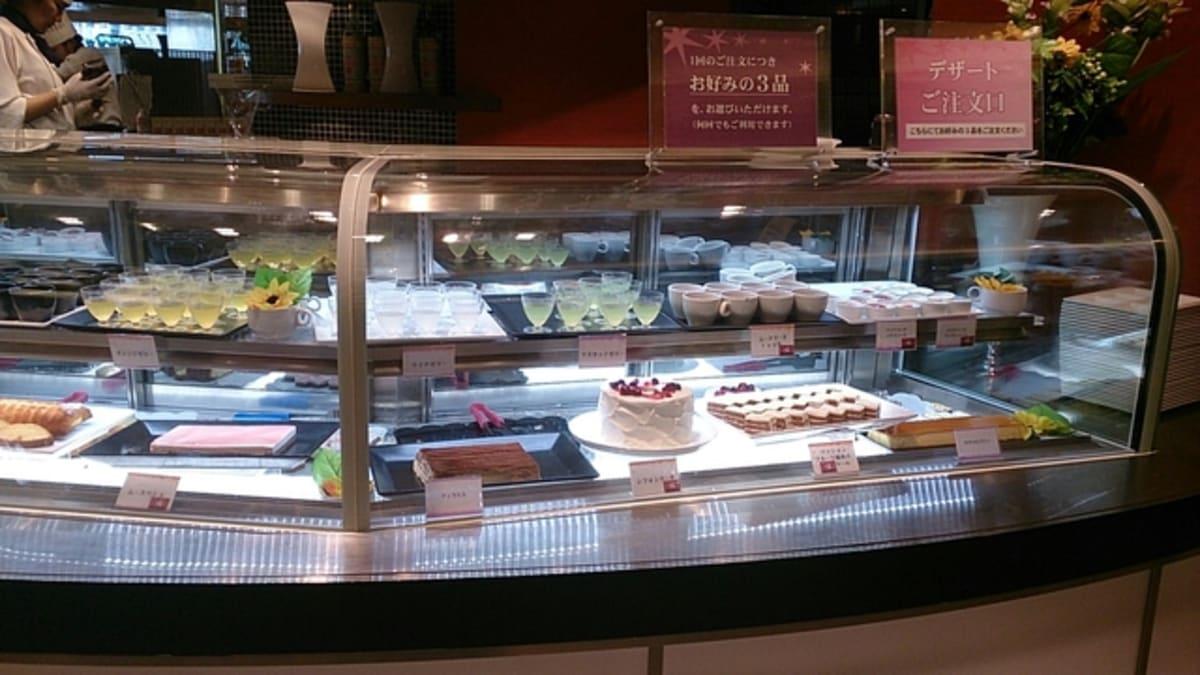 ケーキコーナもなかなかのものでした。   客船サン・プリンセスのブッフェ、フード&ドリンク