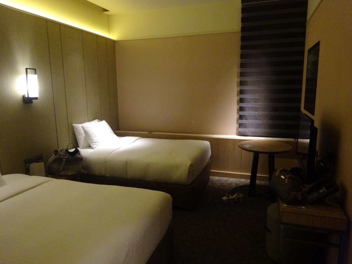当初 Abu Dhabi Transit4時間でしたが、購入後に9時間に変わり、Transit Hotelへ宿泊。意外にキレイ。窓ありませんが。。