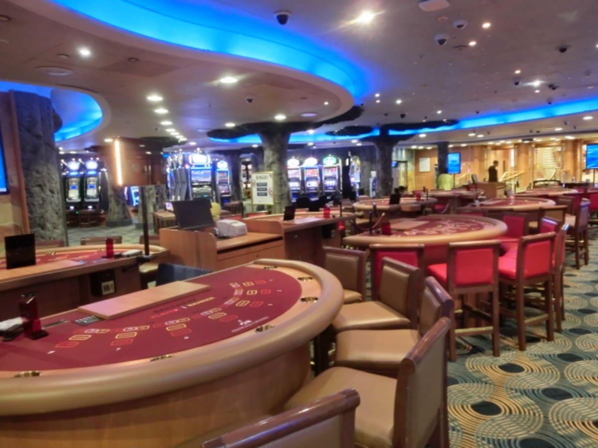 カジノは、ルーレット等含めると10以上テーブルがあったのですが、実際にオープンしたのは半分ほどでした。 | 客船ダイヤモンド・プリンセスの船内施設