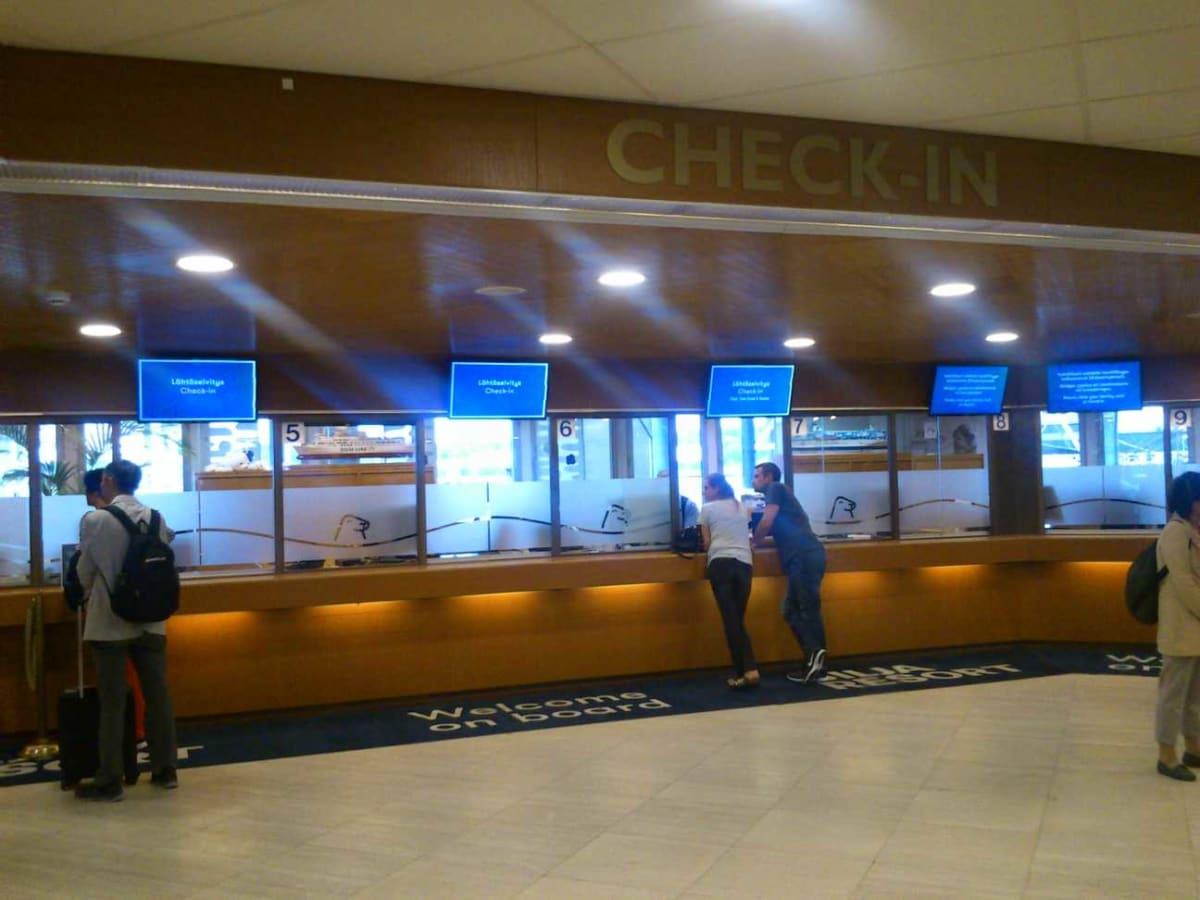 通常のチェックインカウンターもあります。 | トゥルクでのタリンク・シリヤ・ライン