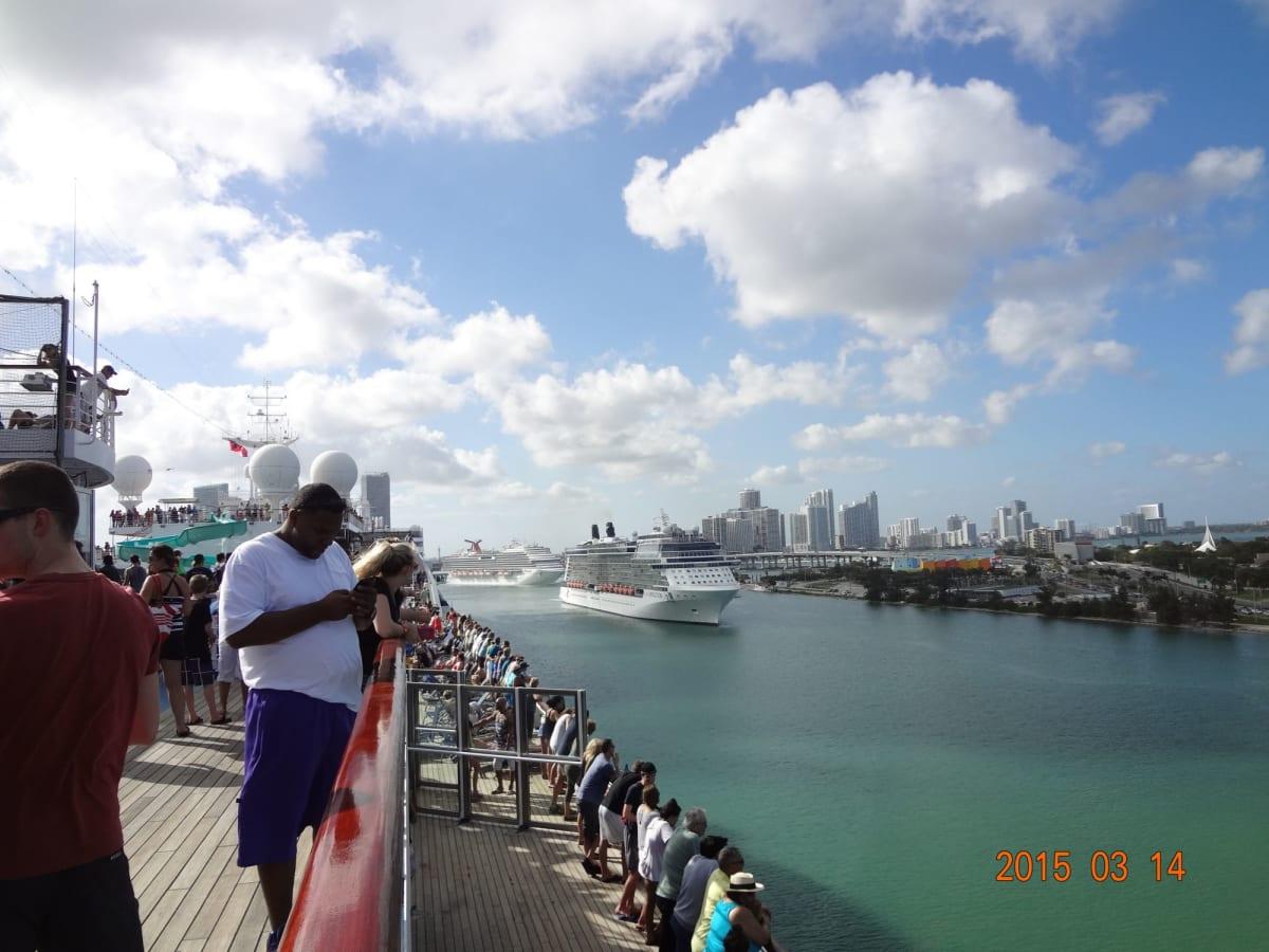 マイアミ(フロリダ州)での客船カーニバル・グローリー