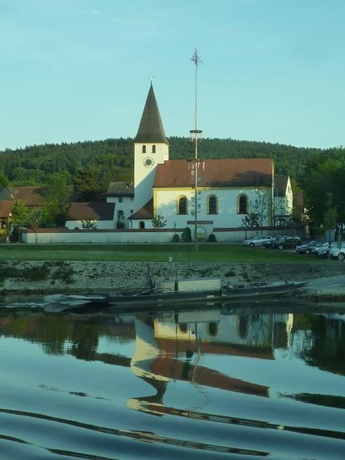 メイポールと教会