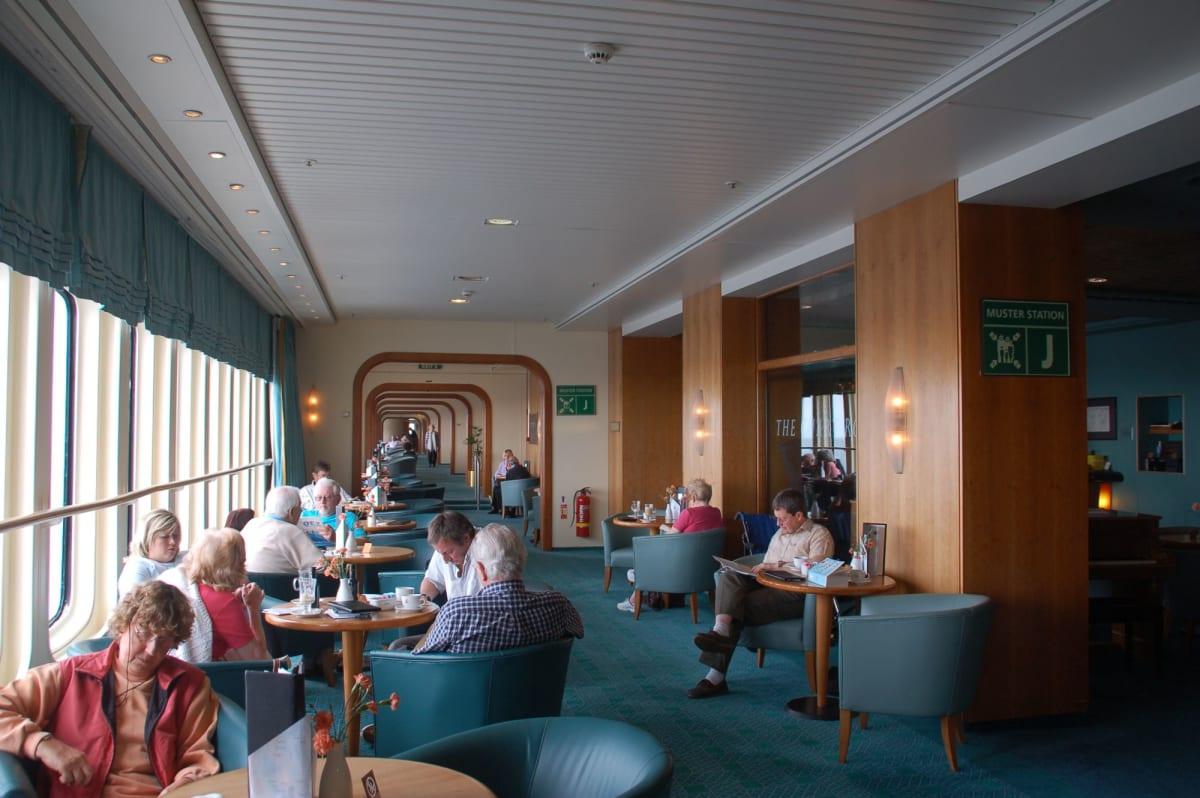 客船クイーン・エリザベス 2の乗客、船内施設