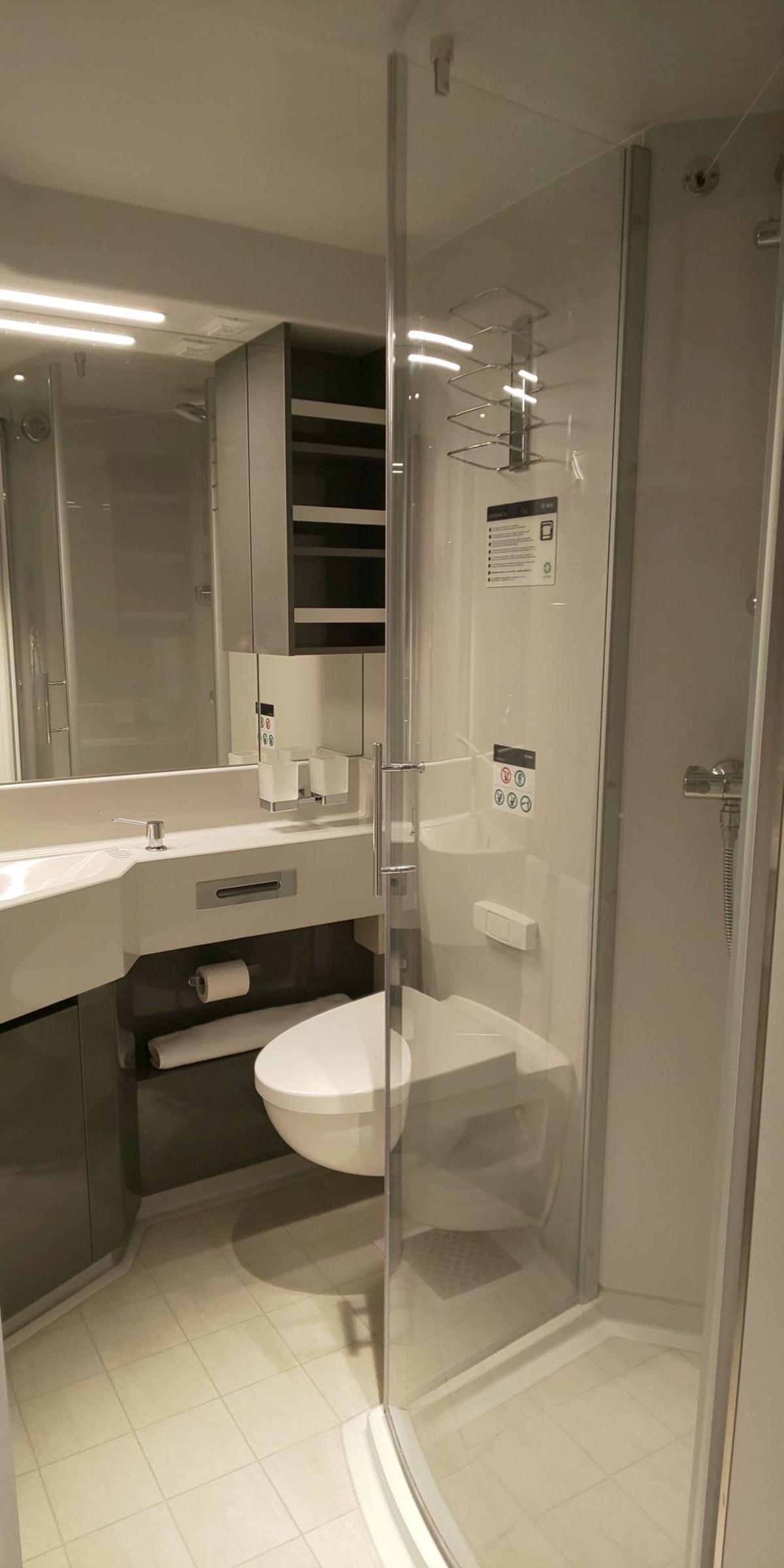 キャビン(客室)のバスルーム