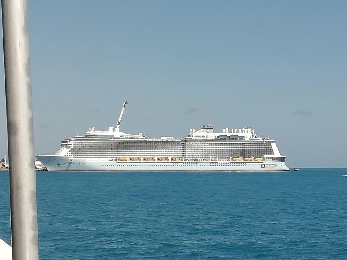 客船アンセム・オブ・ザ・シーズの外観