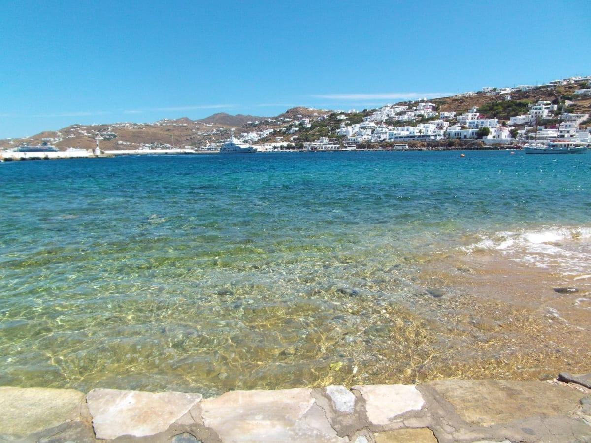 ミコノスのキレイな海は生活排水を全て船で島から持ち出しているからですって😱
