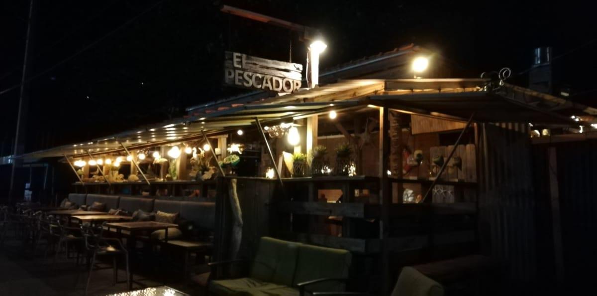 夜光虫見に行くツアー出発するエリアには少しだけお店があった。ご飯食べれる。 | サンフアン(プエルトリコ島)