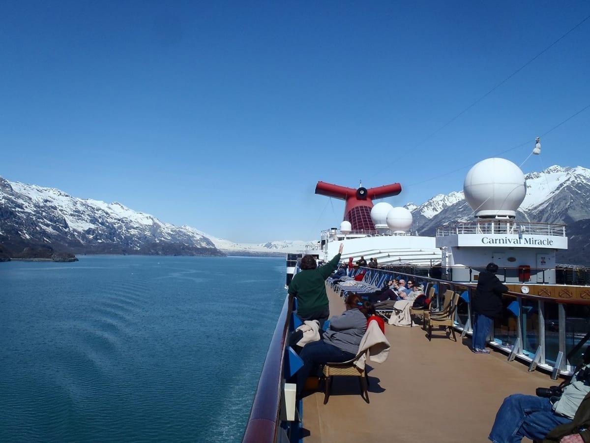 客船カーニバル・ミラクルの外観、船内施設