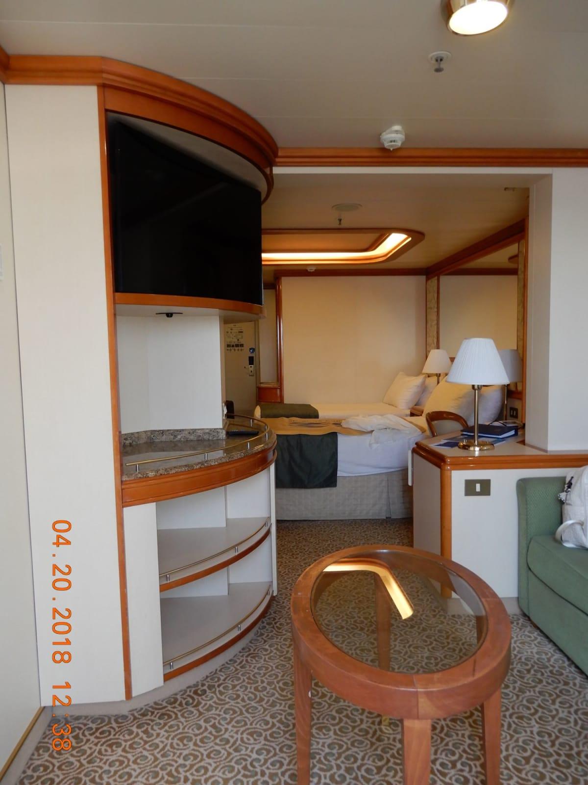 今回滞在した部屋。9F・ドルフィンデッキ | 客船ダイヤモンド・プリンセスの客室