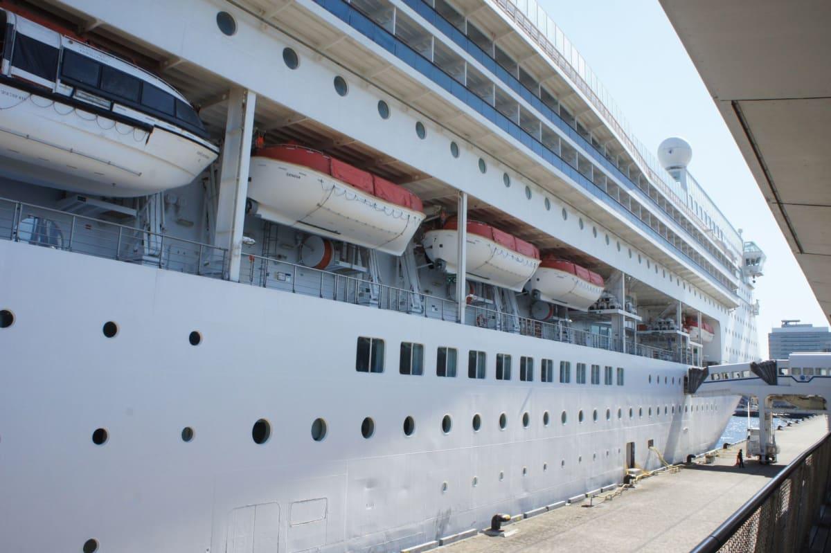 コスタビクトリアに乗船   客船コスタ・ビクトリアの外観