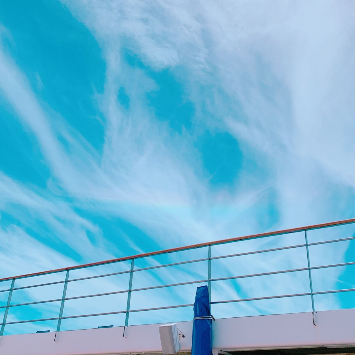下船の日、変わった形の虹が見れました🌈 | 客船コスタ・ネオロマンチカの船内施設
