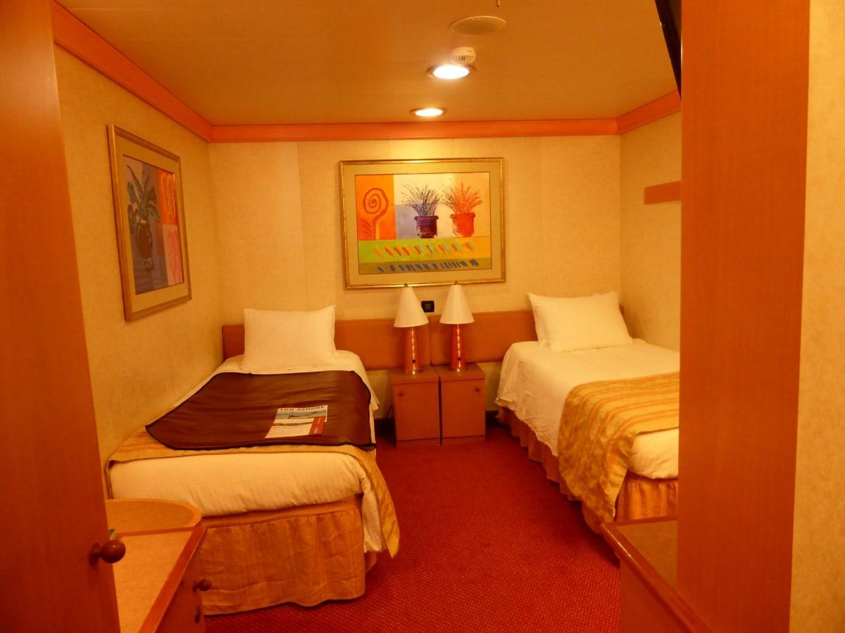 内側客室 | 客船カーニバル・グローリーの客室